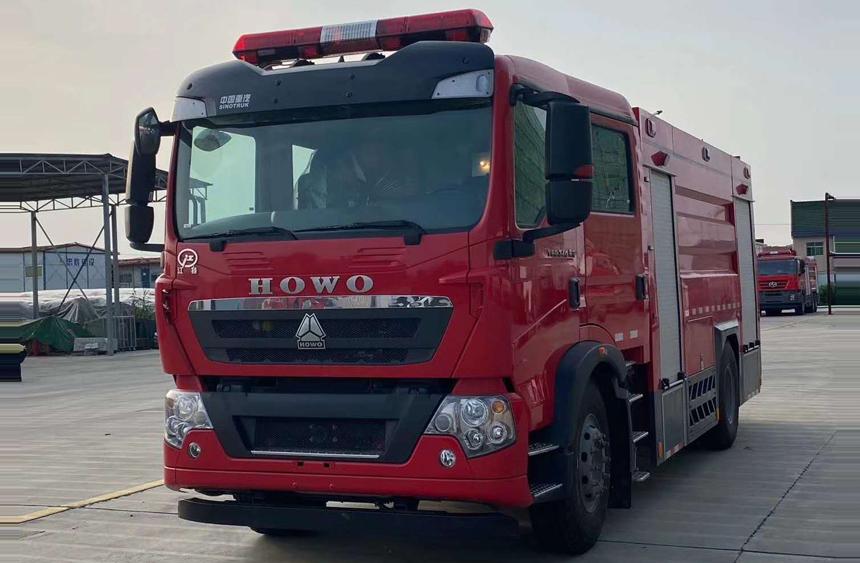 国六豪沃8吨水罐消防车
